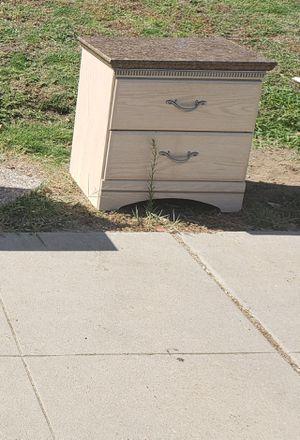 2 nightstands for Sale in Clovis, CA