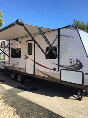 2014 Coleman travel trailer 27 foot sleeps nine for Sale in Hayward, CA