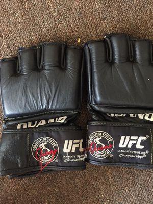UFC gloves clean for Sale in HOFFMAN EST, IL