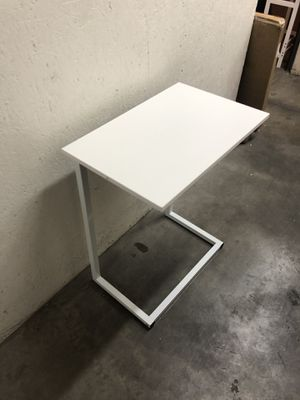 End table 15,5 x 15,5 H18 for Sale in Las Vegas, NV