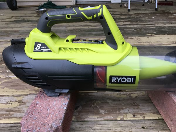 Royce black and yellow leaf blower