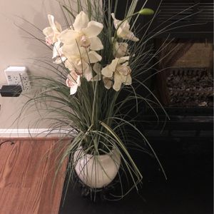 Vase and artificial Flower - Stand From Asia for Sale in Manassas, VA