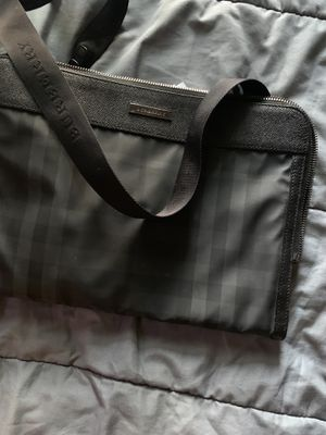 Burberry messenger cross bag for Sale in Cathedral City, CA