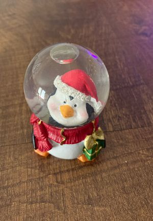 Penguin Resin and Glass Snow Globe with Snow Flakes Christmas XMas Decor for Sale in Fort Worth, TX