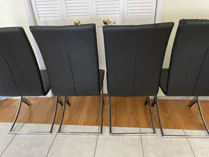 Free Dining Chairs (4) for Sale in Pembroke Park, FL
