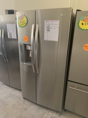 LG STAINLESS COUNTER DEPTH SIDE BY SIDE FRIDGE for Sale in Corona, CA
