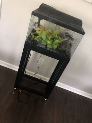 10 gallon fish tank with everything included for Sale in Akron, OH