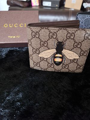 Supreme Gucci Bee Wallet for Sale in Las Cruces, NM