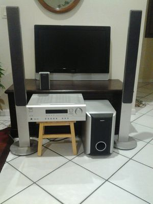 Entertainment theater system complete for Sale in Pompano Beach, FL