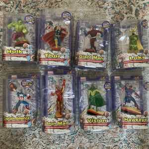 Marvel avengers figures paper weights set toys for Sale in Queens, NY
