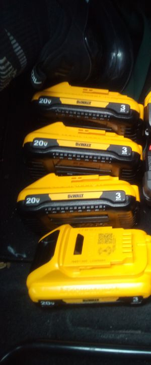 4 dewalt 20volt 3amp batterys. for Sale in Largo, FL