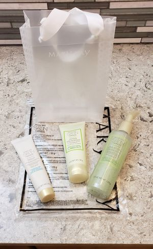 Mary Kay Satin Hands New In Box for Sale in Monett, MO
