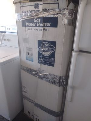 ON BOX NO USE 40 GALON GAS WATER HEATER for Sale in Las Vegas, NV