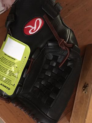 Rawlings Girl's Fast Pitch Softball Glove for Sale in Fort Pierce, FL