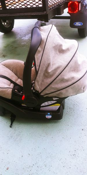 Kid's car seat for Sale in Fort Lauderdale, FL