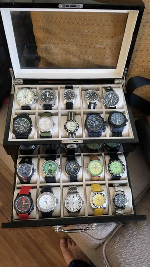 Watch collection 46 watches invicta swiss legend bulova Stuhrling 3 wood cases for Sale in Miami, FL