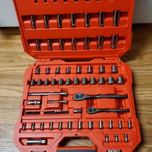 "BRAND NEW, Craftsman 81pc SAE/MM Gunmetal Chrome 1/4""&3/8"" Mechanics Tool Set CMMT82335. NUEVO for Sale in Los Angeles, CA"