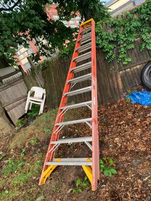 12ft Step Ladder. for Sale in North Plainfield, NJ