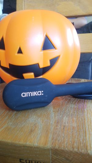 AMIKA HAIR BRUSH STRAIGHTENER for Sale in Garden Grove, CA
