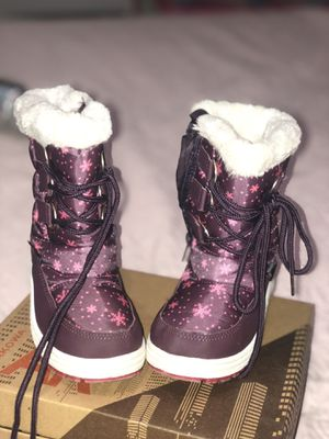 Toddler Snow boots size 8 for Sale in Miami, FL