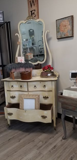 Antique Dresser Chest with mirror for Sale in Lockport, IL