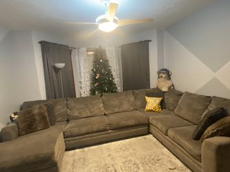 3 Piece Sectional Sofa With Pull Out Bed for Sale in Boston,  MA