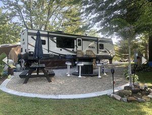 2017 Palomino Puma Travel Trailer 32-RKTS for Sale in LaGrange, OH