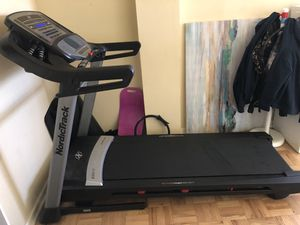NordicTrack C 850s Treadmill for Sale in Philadelphia, PA