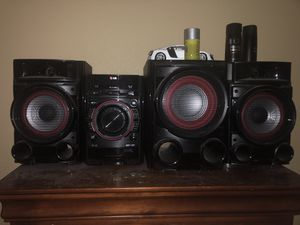 LG Radio with Subwoofer for Sale in Lake Wales, FL