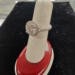 1.0 ct Diamond Halo Ring W/ 5/8 ct tw for Sale in Utica, MI