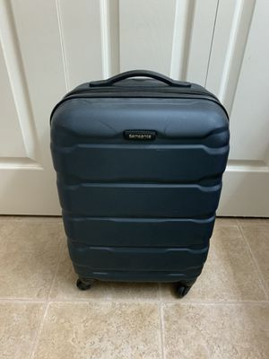 Samsonite Carry On Luggage for Sale in Fairfax, VA