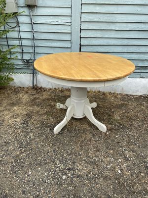 Round breakfast table for Sale in Cashmere, WA