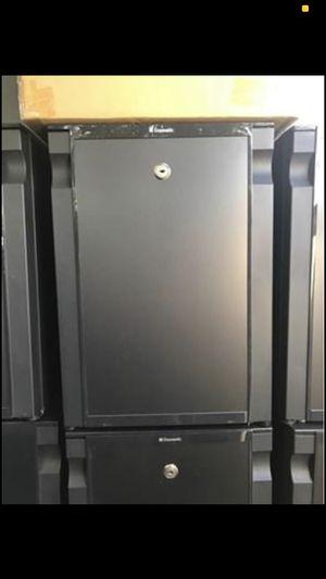 Mini fridge for Sale in Santa Clarita, CA