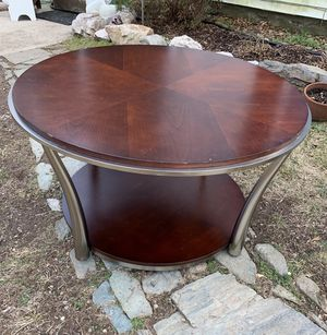 Round coffee table for Sale in Derwood, MD
