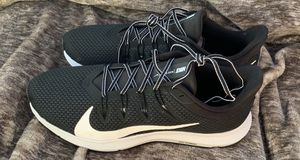 Size 9.5 Men's Nike shoes for Sale in Sumner, WA