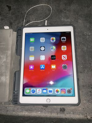 32g 6th Gen IPad for Sale in Highland, CA