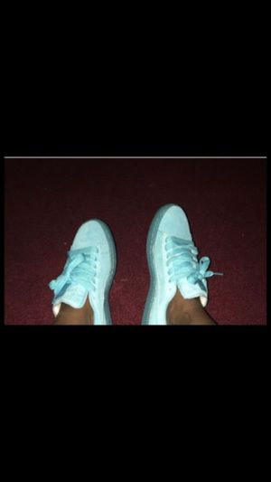 Suede pumas grade school 5 for Sale in Cleveland, OH