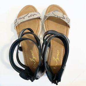 NWOB Snake Print Sandals for Sale in Fresno, CA