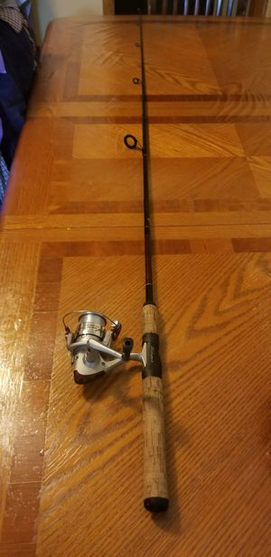 2 peice walleye Shakespeare fishing rod and feel combo for Sale in Chicago Ridge, IL