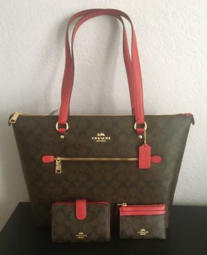 Coach Signature Handbag With Matching Wallet Bundle for Sale in Coppell, TX