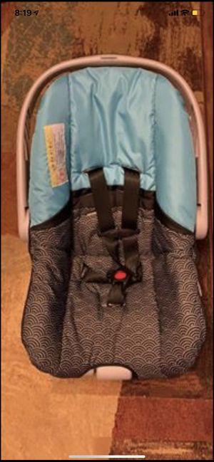 Infant car seat and base for Sale in Hilliard, OH