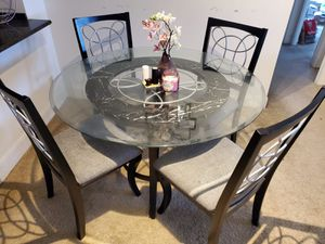Dining table- value city furniture for Sale in Prospect Heights, IL