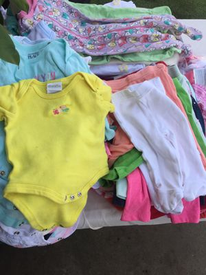 Ropa de baby para nińa una bolsa grande for Sale in Los Angeles, CA