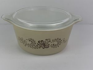 Pyrex Homestead Brown Tan Covered Casserole Dish 1 1/2 qt VINTAGE 474B With Lid for Sale in Elgin, IL