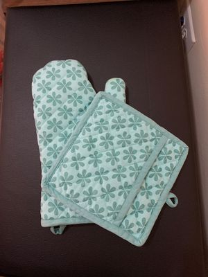 Blue flower Oven mitt and holder for Sale in New York, NY