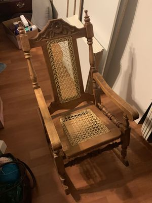 *SMALL* Child's Antique furniture rocking chair for Sale in Moreno Valley, CA
