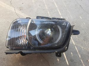 2012 chevy camaro headlight rh for Sale in Fresno, CA