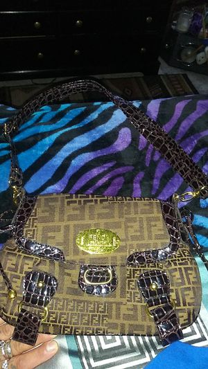 FENDI.... HAND BAG LEATHER AND SNAKE SKIN for Sale in Lakewood, CO