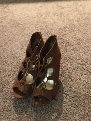 Brown high heel shoes size 8 for Sale in Austin, TX