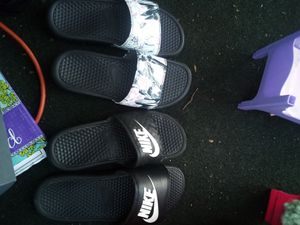 Woman's Nike slides for Sale in Bartonville, IL